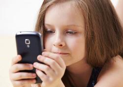 Android-də minlərlə proqram uşaqları izləyir