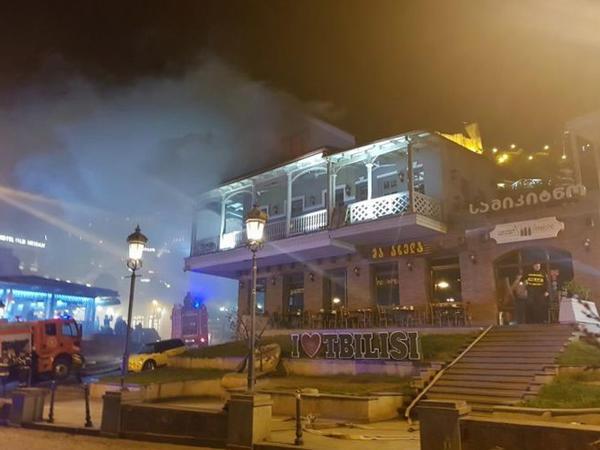 Tbilisinin məşhur restoranları yandı - FOTO