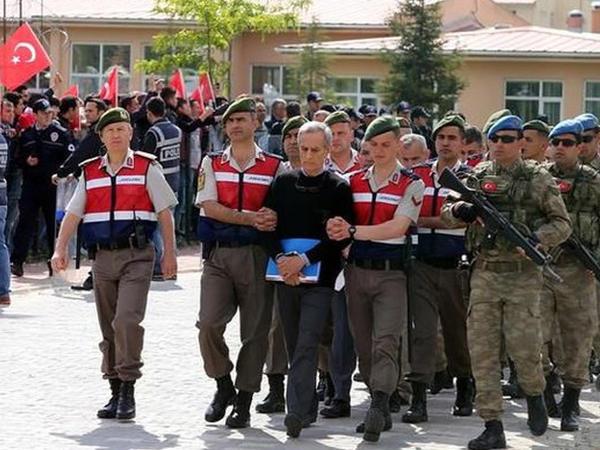 Türk generallar ömürlük həbs olundu
