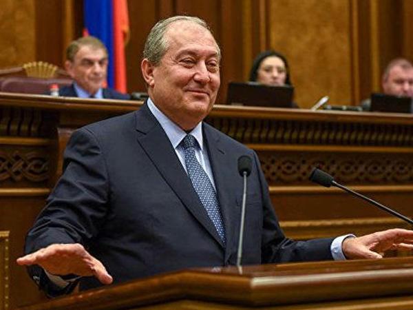 Ermənistan prezidenti müxalifəti dialoqa çağırıb