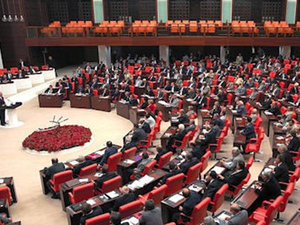 Türkiyə parlamenti erkən seçki qərarını təsdiqlədi