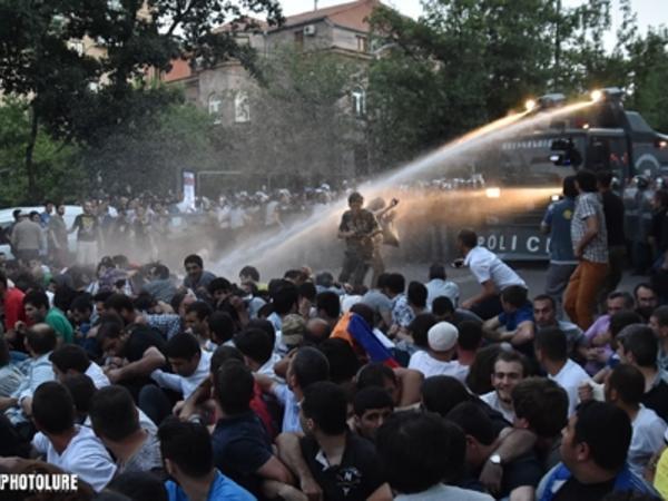 Sarkisyanın 10 illik diktaturası ərzində Ermənistan olduqca çətin vəziyyətə düşüb