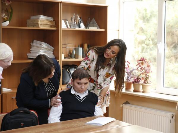 Heydər Əliyev Fondunun vitse-prezidenti Leyla Əliyeva sağlamlıq imkanları məhdud uşaqlarla görüşüb - FOTO