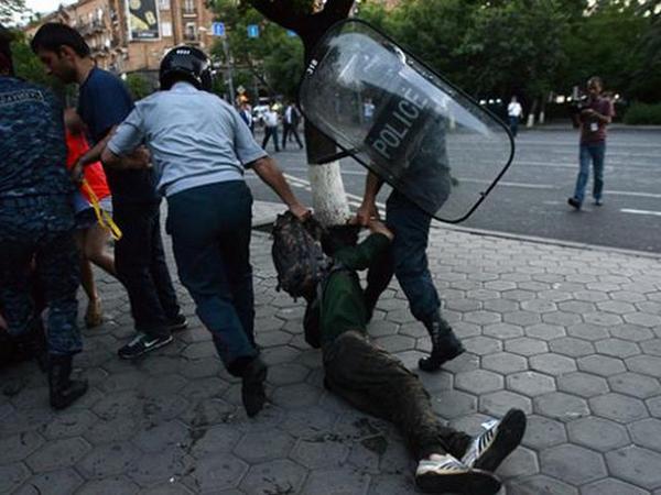 Yerevanda 228 etirazçı saxlanıldı