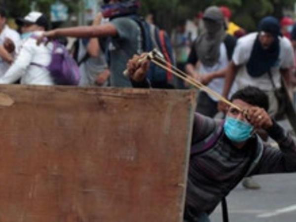 Nikaraquada mitinqlər zamanı 10 nəfər öldü