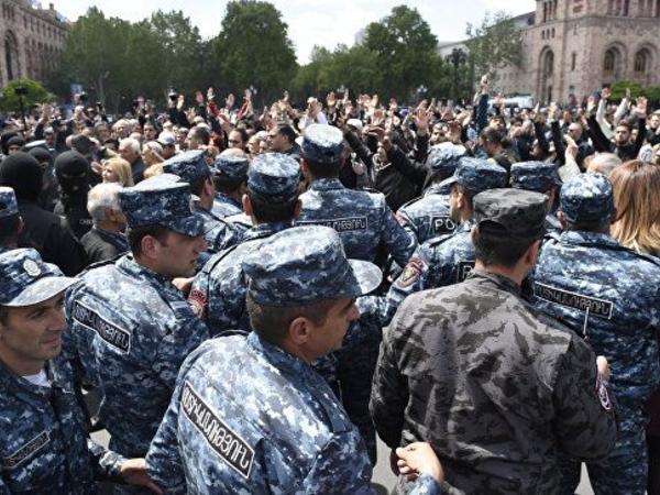 İrəvanın mərkəzində keçirilən aksiyada 10 min nəfər iştirak edir