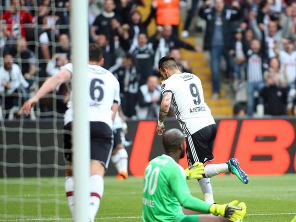 """""""Beşiktaş"""" """"Qalatasaray""""la arasındakı xal fərqini azaldıb - FOTO"""