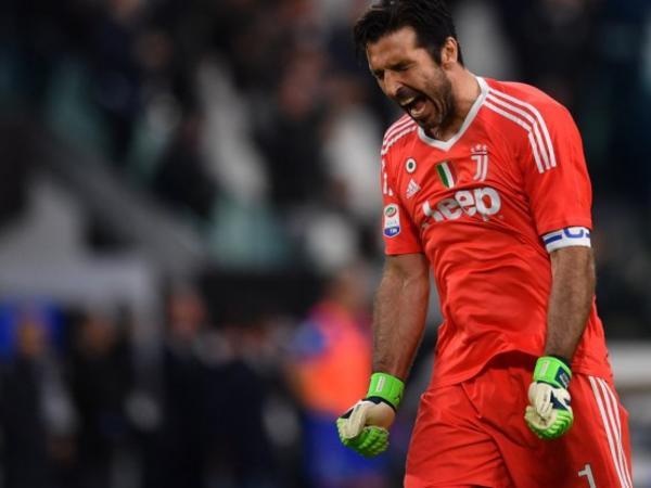 Buffon Argentina klubunun təklifini cavablandırıb