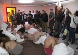 Oteldə əxlaqsız qadınlarla yaxalandılar - VİDEO - FOTO