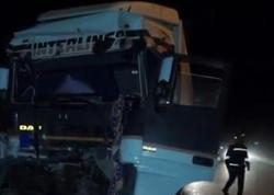 """İki yük maşını toqquşdu: <span class=""""color_red"""">sürücü yaralandı - VİDEO - FOTO</span>"""