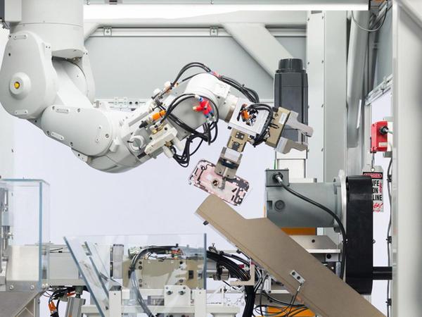iPhone'ları hissələrə ayıran Daisy adlı yeni robot - VİDEO