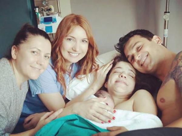 Aktyorun bacısı doğum edərkən FOTOsunu çəkib paylaşdı