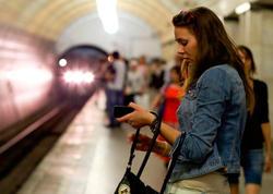 Qızın geyimi metroda sərnişinləri şoka saldı – FOTO