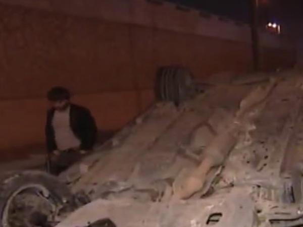 Bakıda DƏHŞƏT: Yoldan çıxan avtomobil yardımçı yola aşdı - VİDEO - FOTO