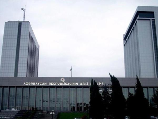 """Milli Məclisdə """"Könüllülər Parlamenti - Azərbaycan-2019"""" layihəsinin iştirakçıları ilə görüş keçirildi"""