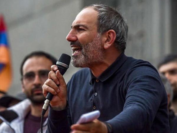 Paşinyan Sarkisyanı təqib etməyəcəyinə söz verdi
