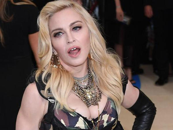 Madonna alt paltarını satışa çıxaran köməkçisinə uduzdu