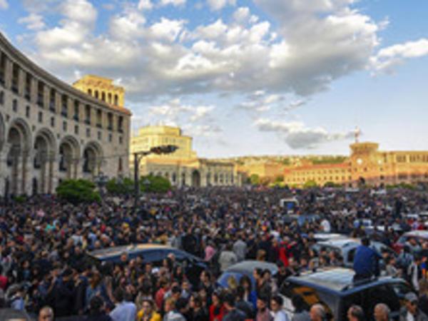 Ermənistanda hakim koalisiya dağıldı
