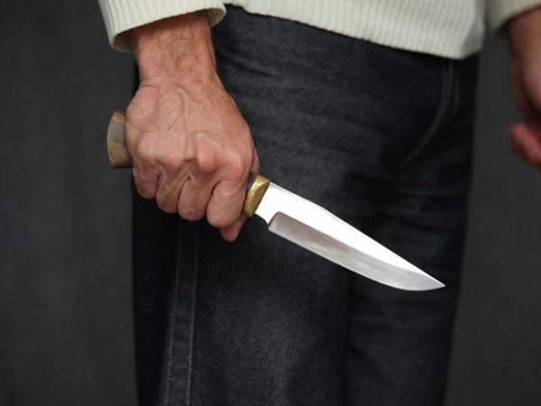 Bakıda ruhi xəstə bacısını bıçaqladı