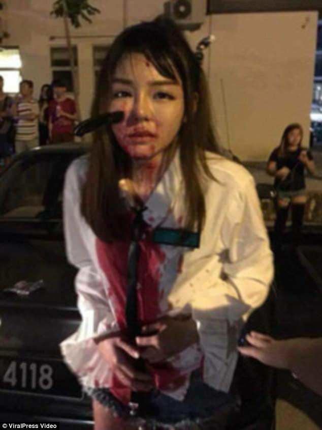 19 yaşlı qızın üzündə bıçaq qaldı - Şok kadrlar - VİDEO - FOTO