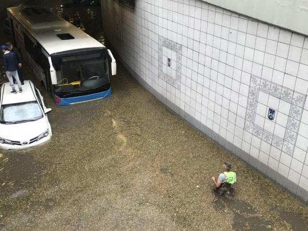Qüvvətli yağış Ankarada güclü selə səbəb olub