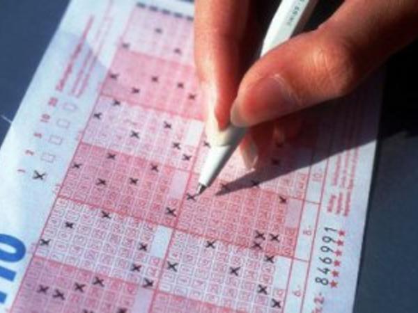 Lotereyada 4 milyona yaxın dolları iki nəfər udub