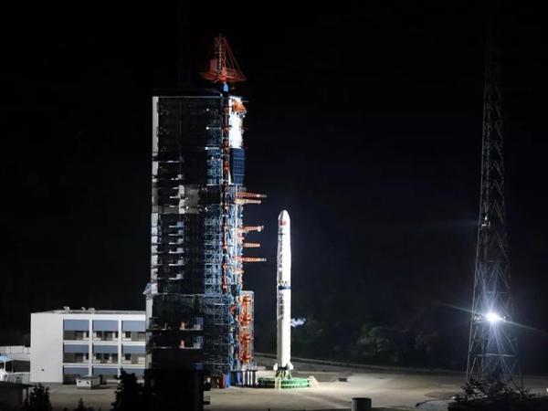 """Çin Ayı fəth edir: """"Queqiao"""" kosmik aparatını buraxdı - VİDEO"""