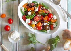 Ləzzətli və yüngül yay salatları