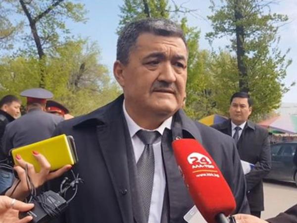 """Bişkek meri """"təğyiri-libas"""" olub şəhəri gəzir"""