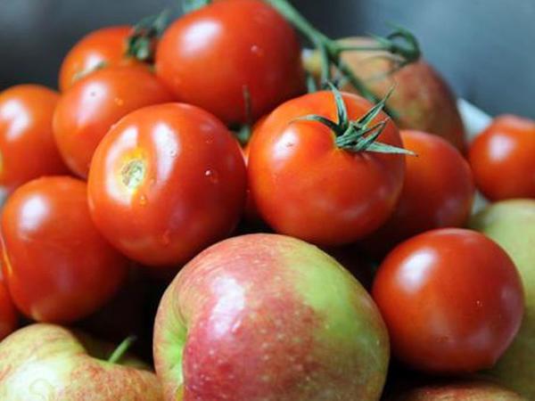 Bu insanlar hər gün 3 alma və 2 pomidor yeməlidir