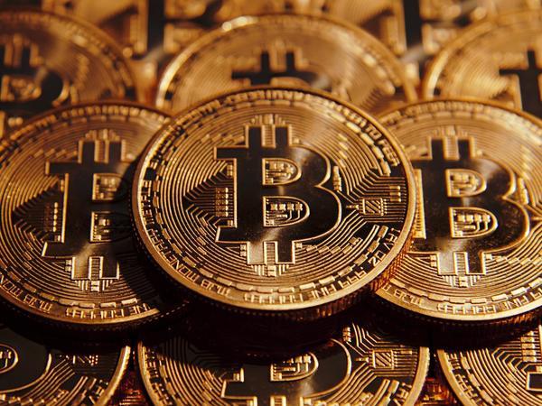 Bitkoin 8 min dollardan aşağı düşdü