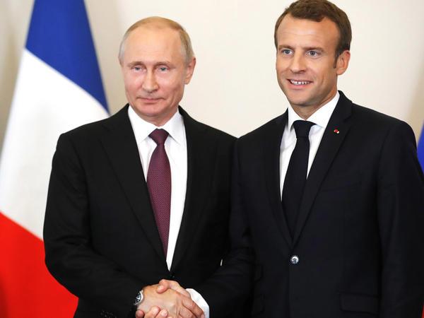 Putin Makronla görüşdü