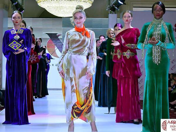 """""""Xalçaların dili"""" Qazaxıstanda """"Aspara Fashion Week"""" moda həftəsini fəth edib - <span class=""""color_red"""">FOTO</span>"""