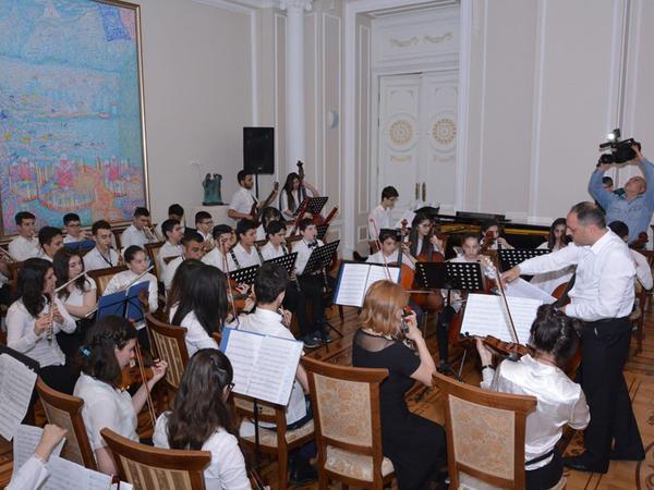 25 nömrəli onbirillik musiqi məktəbinin hesabat konserti