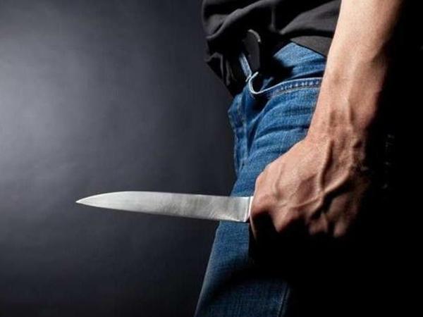 Bakıda orta yaşlı kişi küçədə bıçaqlanıb