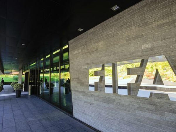 """FİFA ilə UEFA arasında gərginlik: <span class=""""color_red""""> Tənqiddən təhqirə keçdilər</span>"""