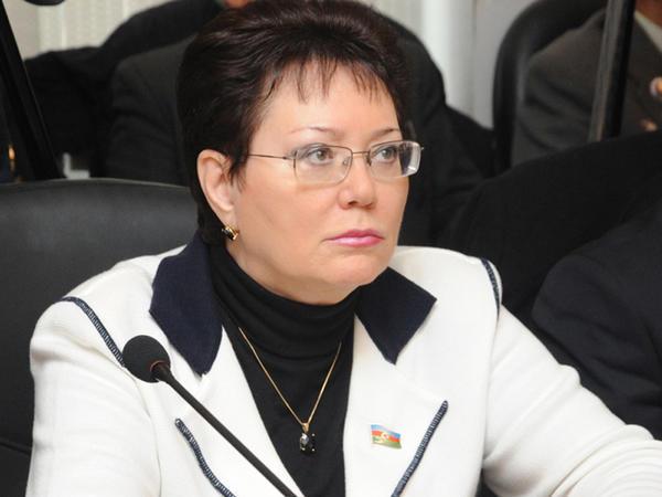"""Elmira Axundovaya """"Xalq yazıçısı"""" fəxri adı verilib"""