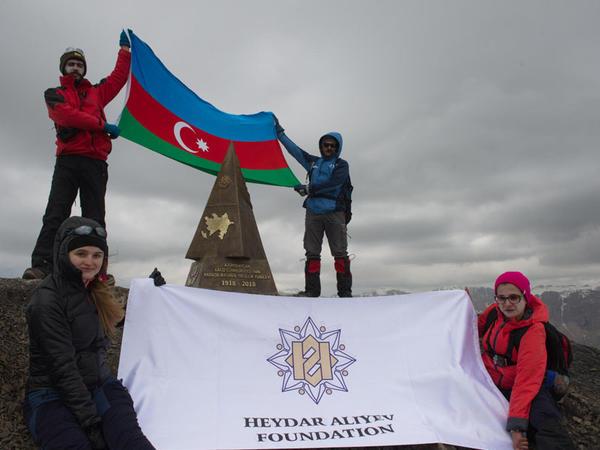 Azərbaycan Xalq Cümhuriyyətinin 100 illiyi münasibətilə yeni zirvə fəth olunub - VİDEO - FOTO