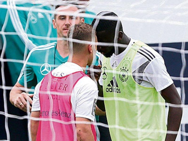 Milli komandanın futbolçuları arasında insident