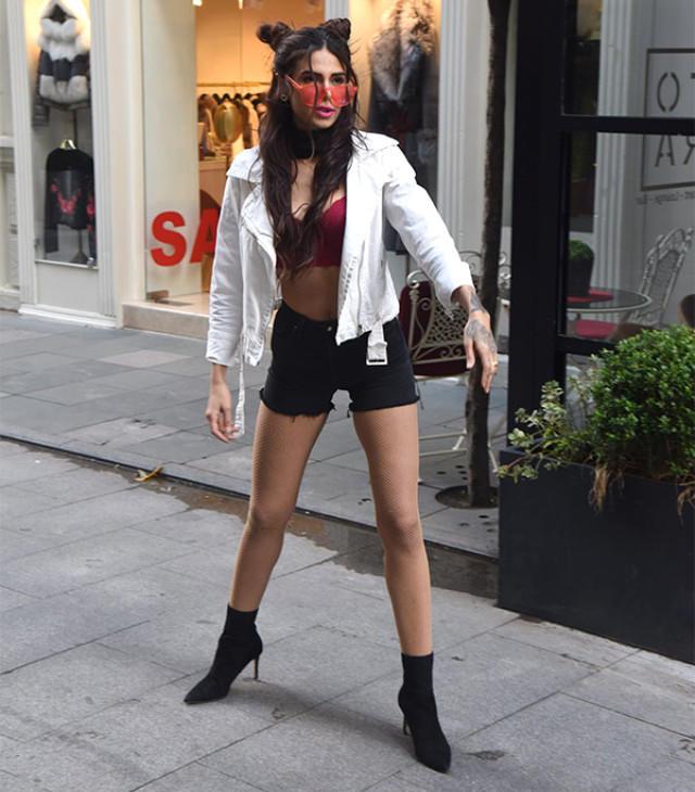 İranda hicab modellərini reklam edən qızdan İstanbulda