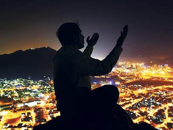 Allaha həmd etməklə şükr etmək arasında hansı fərq var?
