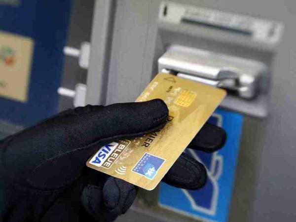 Qadınları aldadıb bank hesablarından pul çıxaran dələduz tutuldu