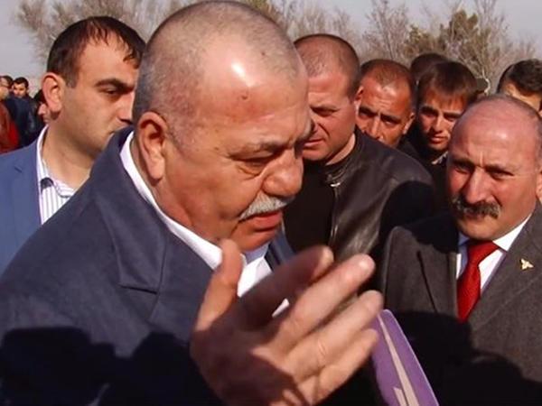 Aprel müharibəsində əsgərlərin ərzağını heyvanlarına yedizdirən generalın oğlu da istefa verdi