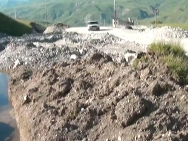 Şamaxıda asfalt örtüyü çökdü - VİDEO - FOTO