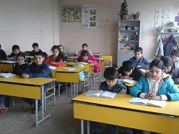 Ermənistan məktəblərində korrupsiya: 13 cinayət işi başlanıb
