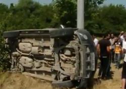 Magistral yolda dəhşətli GÖRÜNTÜLƏR: Avtomobil aşaraq bir neçə metr yuvarlandı - VİDEO - FOTO