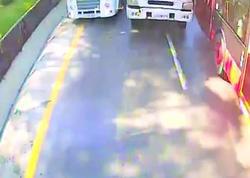 Bakıda yük maşını avtobusa çırpıldı - VİDEO