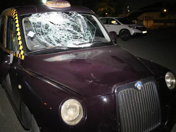 Bakıda London taksisi piyadanı vurub - FOTO