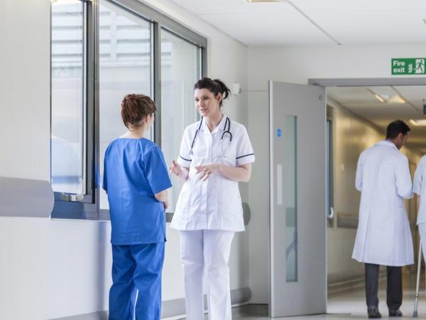 Bir neçə rayon mərkəzi xəstəxanalarında növbə sistemini tənzimləyən terminallar quraşdırılıb