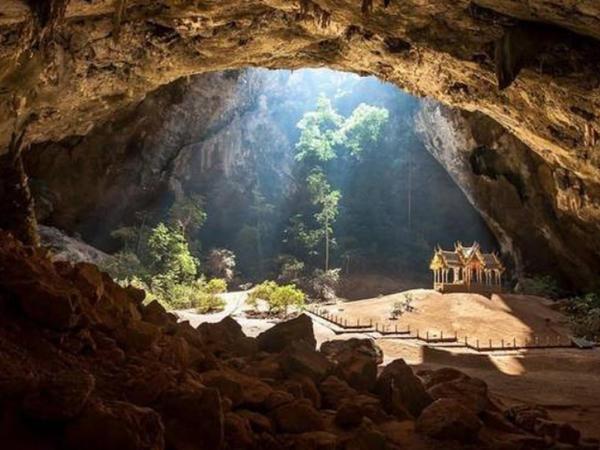 Taylandda futbol komandası mağarada itkin düşüb